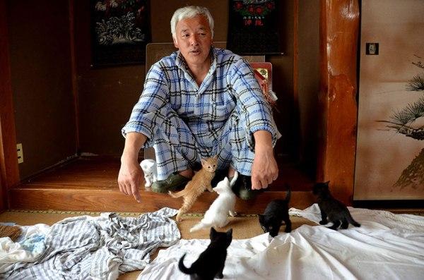 fukushima-radioactive-disaster-abandoned-animal-guardian-naoto-matsumura-5